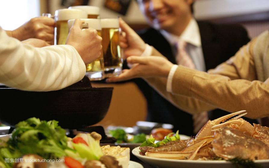 六和义营养教你,喝酒时吃什么不伤身?