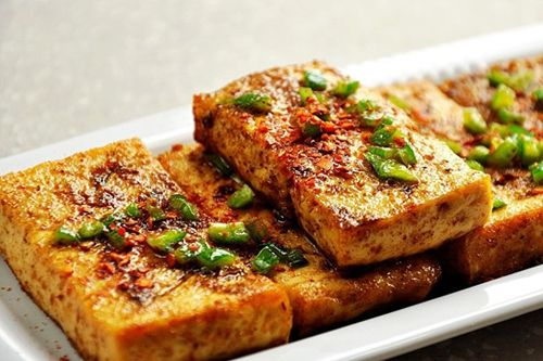 不要烤箱不用火,简单几步能做出美味的葱香烤豆腐!