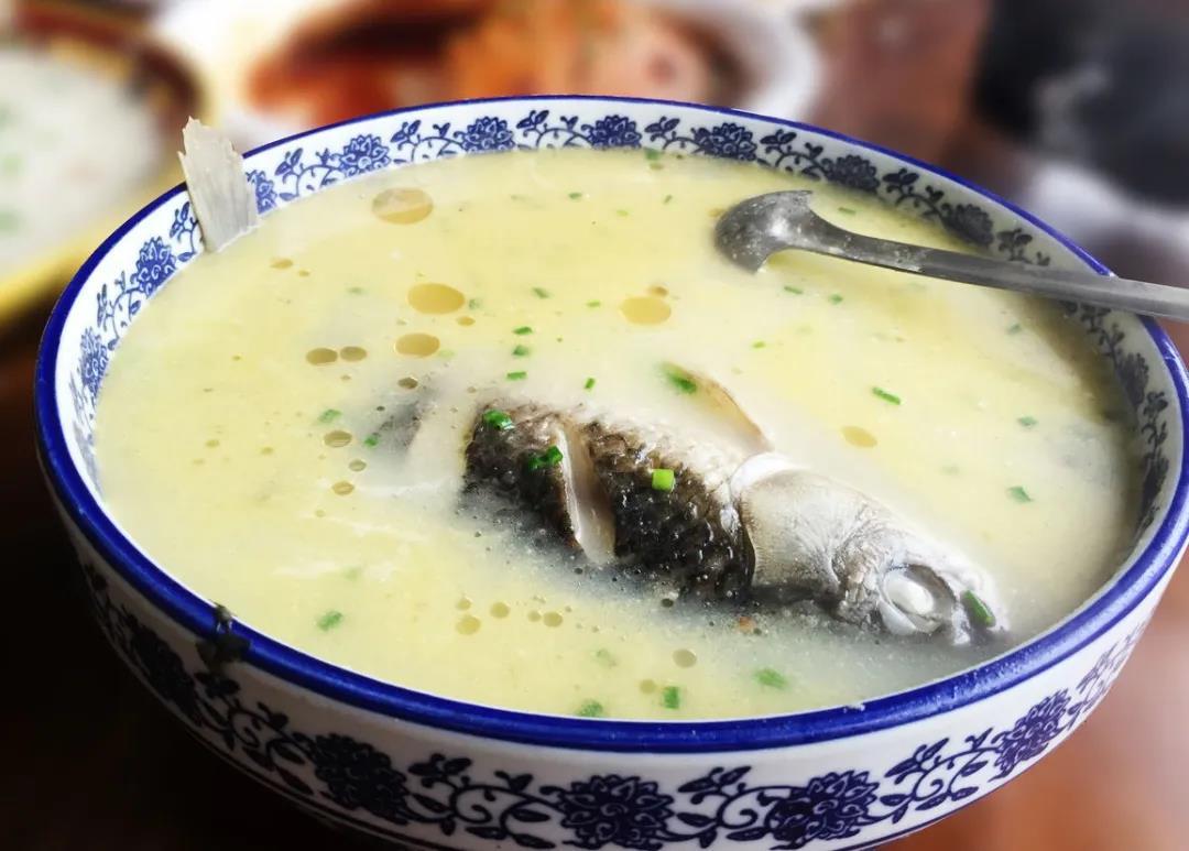如何做好一碗鲜美可口鲫鱼汤?
