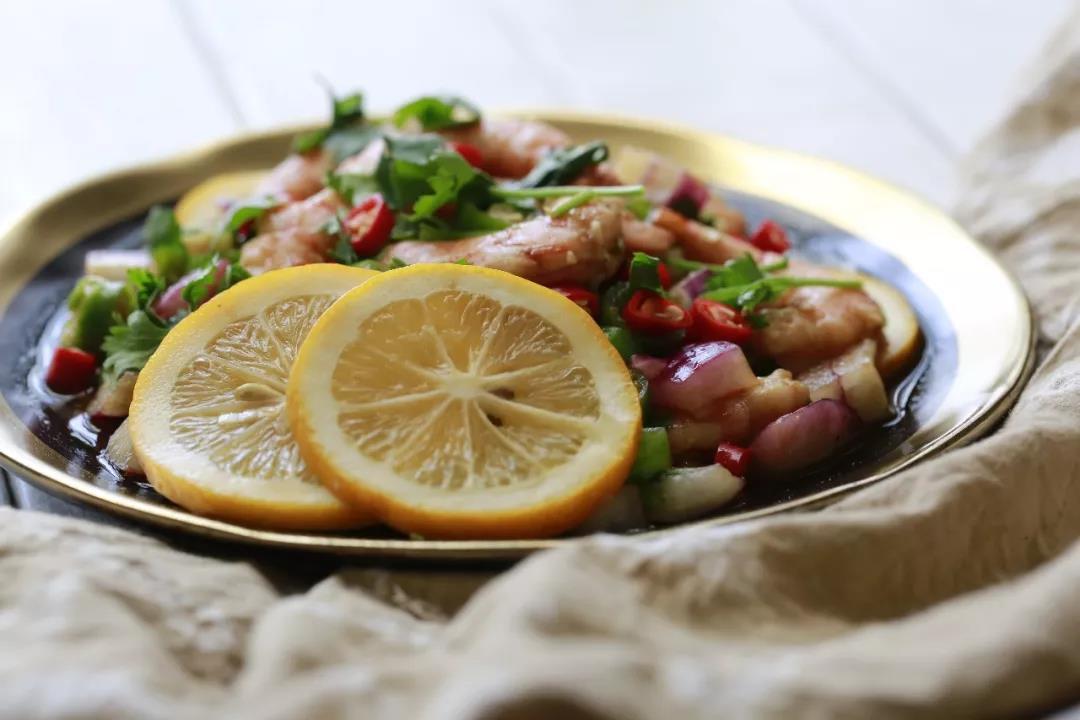 清新诱人的凉拌柠檬虾,好吃到舔盘!