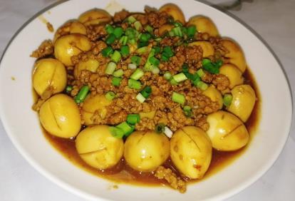 超级下饭的美味家常菜:肉末炒鹌鹑蛋