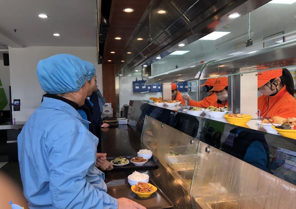 员工工作餐,选择食堂承包还是配送比较好?