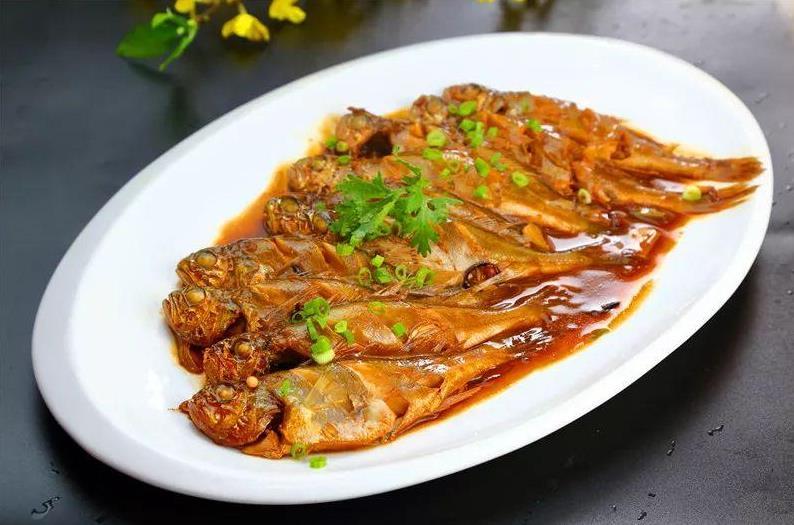 六和义大厨教你做红焖黄花鱼
