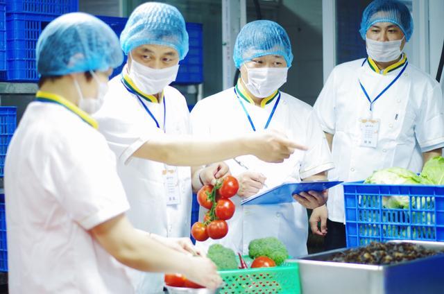 新学期,六和义快餐继续为学生营养餐保驾护航!